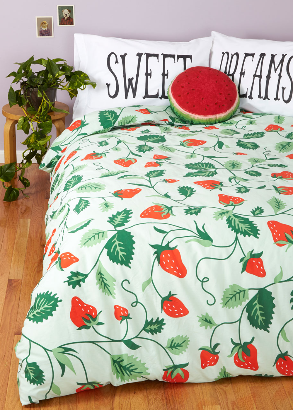 strawberry-fields-bedding/stawberry-fields-bedding.png